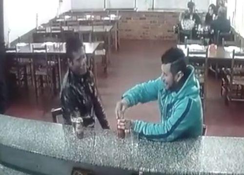 Brazil: Ngồi uống bia, bị sát thủ nã liên tiếp 3 phát vào đầu