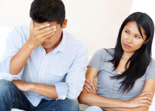 """Chết sững khi biết vợ có """"quỹ đen"""" chi cho nhà ngoại"""