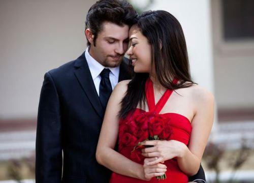 Chồng ôm bồ để vợ trẻ lủi thủi kỷ niệm ngày cưới một mình
