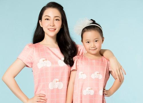 Con gái Linh Nga thích thú khi được cùng mẹ làm mẫu ảnh