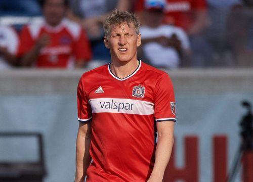 Đội bóng nghèo lấy đất, bia, vú nuôi chiêu dụ Schweinsteiger