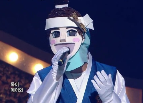 Hát bài tập luyện suốt 3 năm, thành viên boygroup tên tuổi vẫn phải lột mặt nạ trong show giấu mặt
