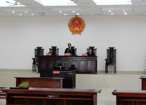 Hoãn xét xử bị cáo nhắn tin đe đọa Chủ tịch Đà Nẵng