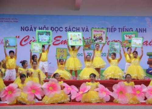 Học sinh hào hứng tham gia Ngày hội đọc sách và giao tiếp tiếng Anh