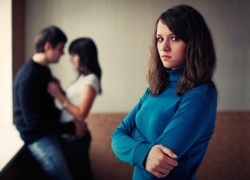 Ngã ngửa với màn kịch dối trá bao ngày giấu kín của chồng để qua mặt vợ