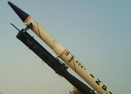 """Ấn Độ khoe uy lực tên lửa hạt nhân mới, """"nắn gân"""" Trung Quốc"""