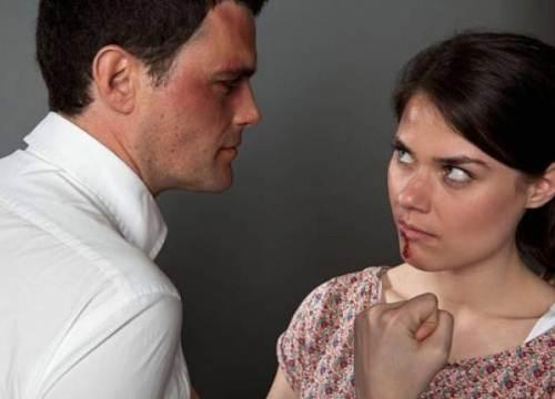 Chồng lôi cả cha mẹ, họ hàng tôi ra chửi mắng thậm tệ