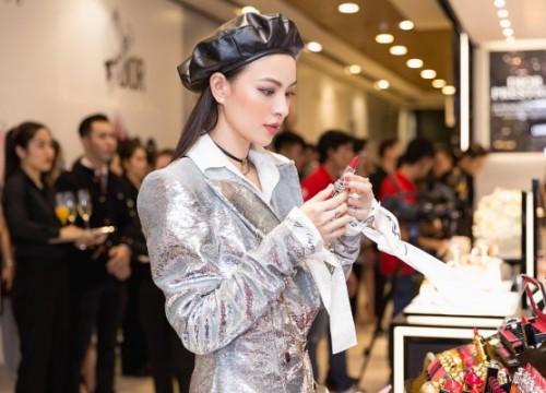 Giữa dàn mỹ nữ 'chạy đua' váy áo gợi cảm, Tú Hảo an toàn với phong cách 'kín cổng cao tường'
