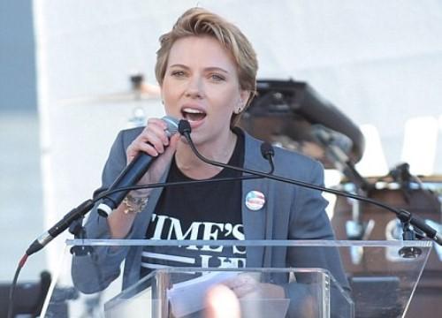 """Hollywood ồn ào vụ Scarlett Johansson """"giả tạo"""" khi chỉ trích hành vi quấy rối tình dục của James Franco"""