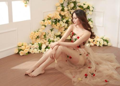 Hoa khôi Nam Em mặc mỏng manh như sương mai đón Tết Mậu Tuất