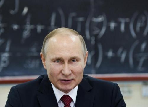 Tổng thống Nga Putin tiết lộ thói quen dùng điện thoại di động
