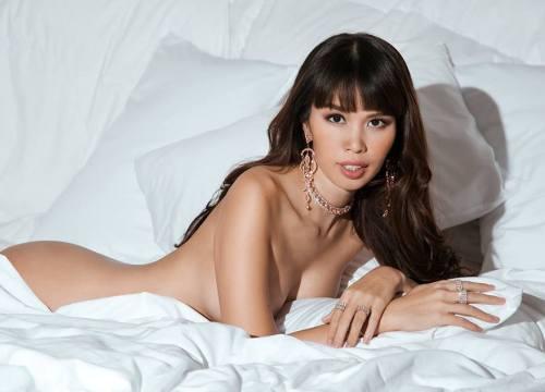 """Bầu 5 tháng, siêu mẫu Việt vẫn bán nude quá """"nóng"""" nhân Valentine!"""