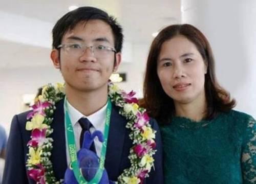 Hành trình cùng con rinh học bổng 6 tỷ đồng của bà mẹ Hà Nội
