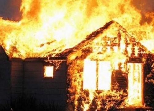 Đi làm về, bàng hoàng thấy nhà bị lửa thiêu thành tro