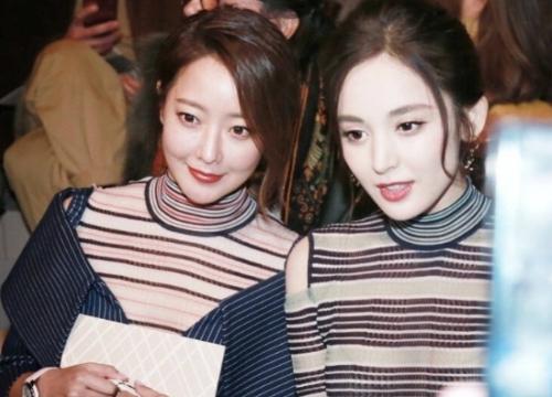 Kim Hee Sun xứng danh 'trường thành nhan sắc' khi đọ dáng với mỹ nhân Trung Quốc
