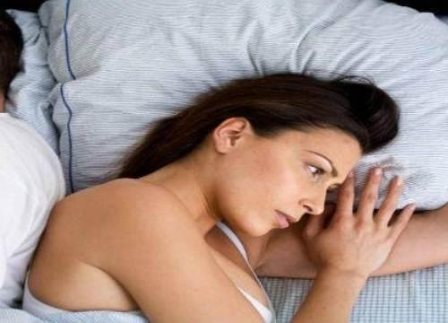 Vợ như khúc gỗ trên giường lại ngoại tình