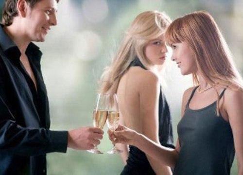 Chồng ngoại tình, vợ chớ vội đánh ghen, hãy nhớ những điều này để giữ được hạnh phúc
