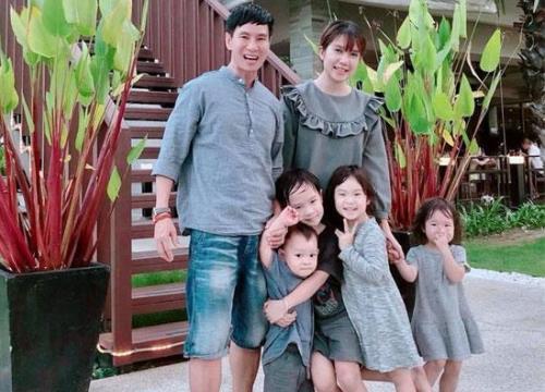 """""""Đội quân"""" 4 con của Lý Hải - Minh Hà đáng yêu hết nấc ở nước ngoài"""