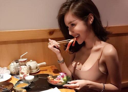 Đứng hình khi mỹ nhân Việt lấp ló vòng một đi ăn nhà hàng