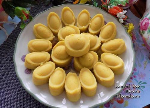 Ngày vía Thần tài làm bánh đậu xanh hình thỏi vàng để cầu may