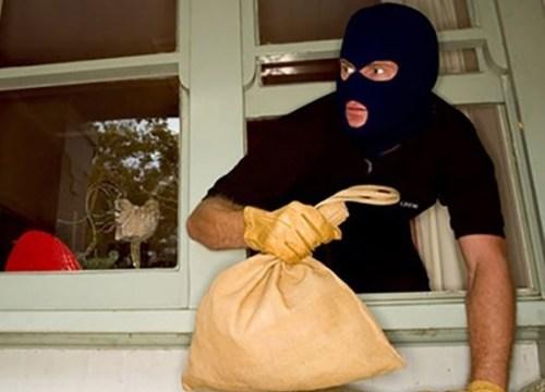 Vào phòng thấy sếp ngủ, trộm 400 triệu rồi trốn mất