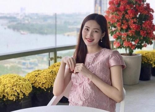 Mỹ nhân Việt mang bầu 'vượt mặt' nhưng vẫn cực xinh đẹp, quyến rũ