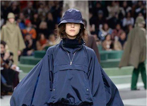 """Phong cách """"bụi đời"""" bất ngờ đổ bộ Paris FW"""