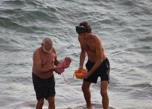Người phụ nữ Nga xuống biển để đẻ con