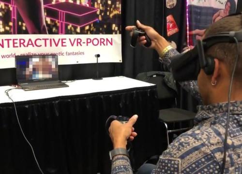 """Bất ngờ công nghệ VR giúp """"vui vẻ"""" với sao khiêu dâm tại nhà"""