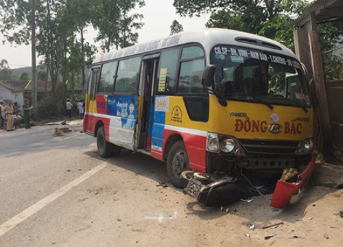 Tài xế xe buýt bị khởi tố vì lấn làn, đâm chết 2 người đi xe máy