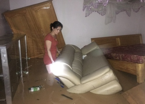 Sơn La: Mưa lớn kéo dài, nhiều nhà dân bị ngập úng trong đêm