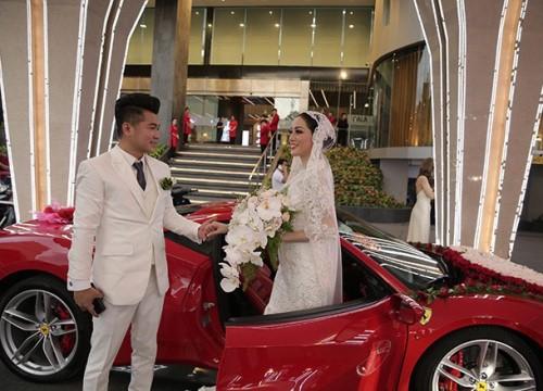 """Lâm Vũ tự lái """"xế hộp"""" 15 tỷ chở cô dâu đến địa điểm tổ chức tiệc cưới tối nay"""