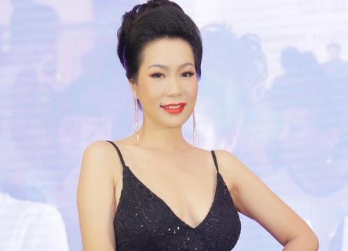Trịnh Kim Chi tự tin khoe vòng một ở tuổi 46