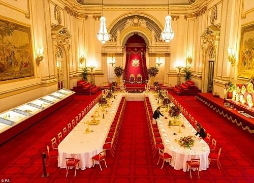 Sự thật khiến nhiều người thất vọng bên trong cung điện hoàng gia Anh xa hoa tráng lệ