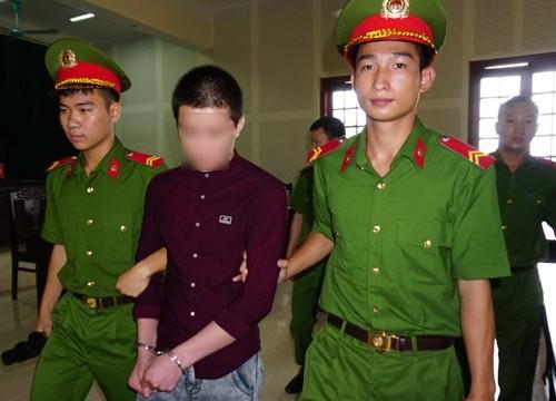 Bé 11 tuổi sinh con, cậu trai 17 tuổi vào tù