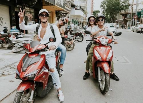 Khánh Thi gặp sự cố nhầm lẫn khi đi làm bằng xe máy, fans 'cười bò' và bình luận: 'đẻ xong mất não'