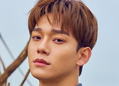Fan Kpop share lia lịa khoảnh khắc: Chen (EXO) ngã nhào giữa sân khấu concert, cách anh chàng 'chữa cháy' khiến netizen trầm trồ