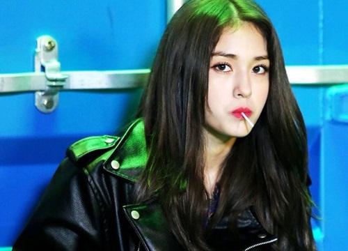 Chờ đợi mòn mỏi cuối cùng tấm poster debut solo đầu tiên của Somi cũng ra mắt
