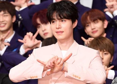 """Có ai như Lee Dong Wook: Đi làm host mà chiếm trọn spotlight, biến thí sinh """"Produce X 101"""" thành bạch tuộc"""