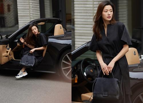 """Đẳng cấp """"mợ chảnh"""" Jeon Ji Hyun trước paparazzi: Đẹp xuất sắc, sang chảnh bước xuống từ siêu xe như cảnh phim"""