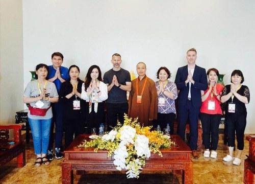 Huyền thoại M.U ghé thăm chùa Tam Chúc - nơi sắp diễn ra Vesak 2019