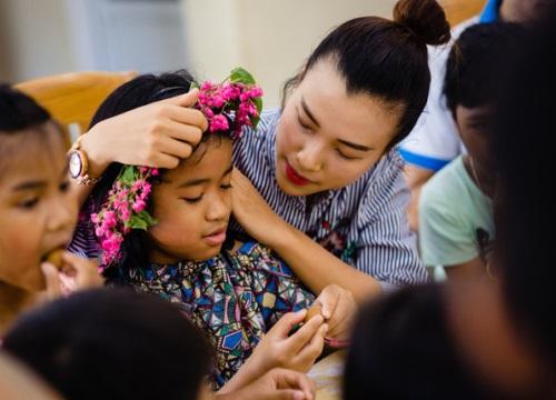Á hậu Hoàng Oanh bất ngờ tiết lộ có 10 người con nuôi tại Huế