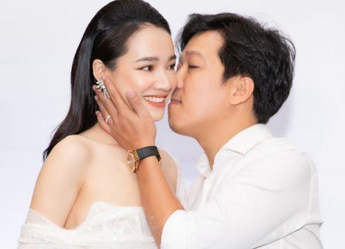 Ngọt ngào như Trường Giang: Theo sát ủng hộ Nhã Phương, không ngại hôn vợ thắm thiết tại sự kiện