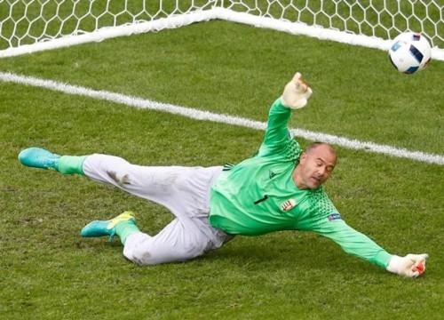 Thủ môn mặc 'quần ngủ' thi đấu tại Euro nói lời chia tay bóng đá