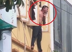 Hà Nội: Khống chế nam thanh niên ngáo đá tay cầm dao, treo vắt vẻo ngoài ban công tầng 3