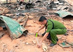 Cảnh sát khám nghiệm hiện trường vụ nổ lán trại khiến 2 người chết