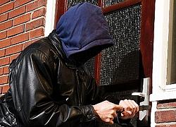 Game thủ bị trộm vào nhà khuân hết cả điện thoại, laptop rồi để lại một mẩu giấy chửi thẳng mặt