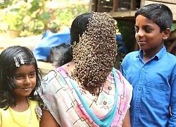 Bà mẹ thản nhiên cho ong bu kín mặt cạnh các con gây sốt