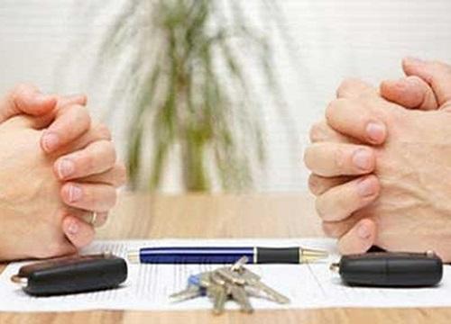 Thấy tờ đơn ly hôn đặt trên bàn, chồng tôi bần thần xé đi rồi ôm vợ hỏi ngược một câu khiến tôi sững sờ bật khóc