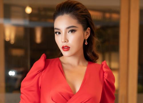 Dời ngày cứu trợ miền Trung vì thời tiết xấu, Hoa hậu Kỳ Duyên bị mỉa mai: 'Đi từ thiện mà lại sợ mưa gió'